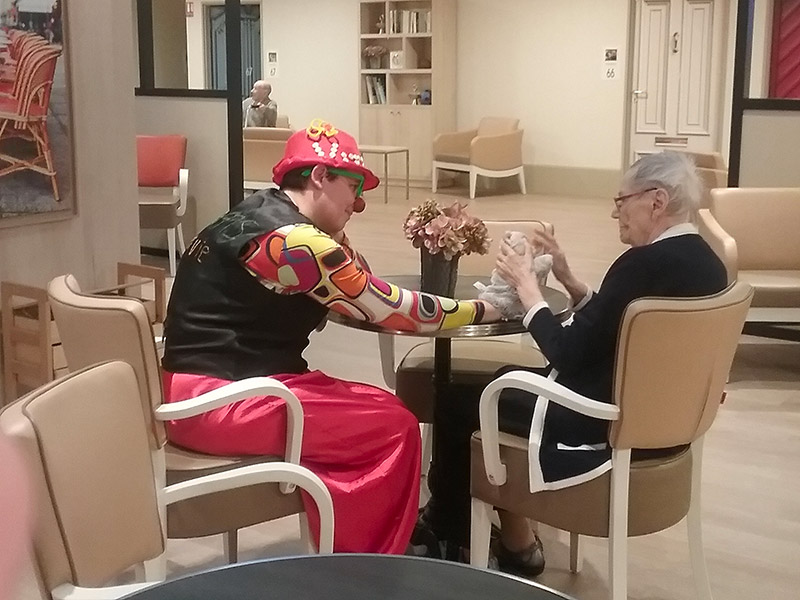 Clown-Accompagnant-en-Geriatrie-7